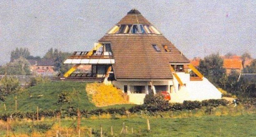 Foto eerste piramidewoning te Loo Nederland: Copyright Erven Architect A.H.R. Parmentier
